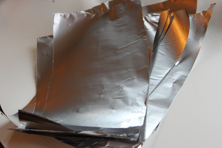Cúbrete la cara con papel de aluminio