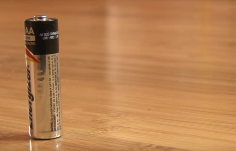 Con este increíble truco puedes probar si tus baterías están cargadas