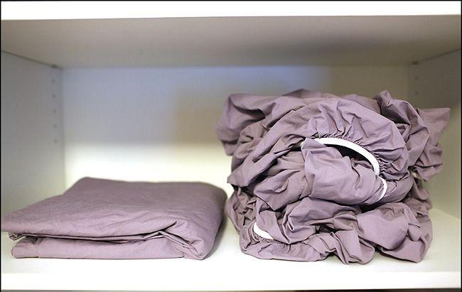 Con este truco será muy fácil doblar una sábana ajustable