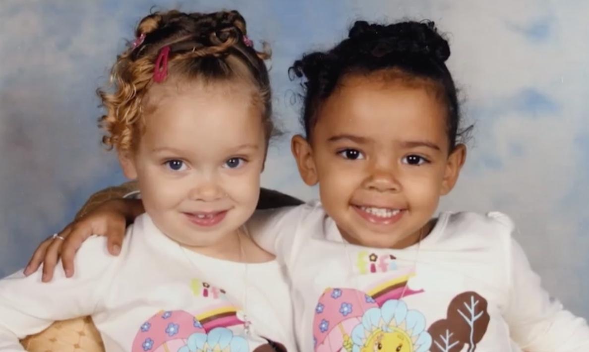dos chicas gemelas
