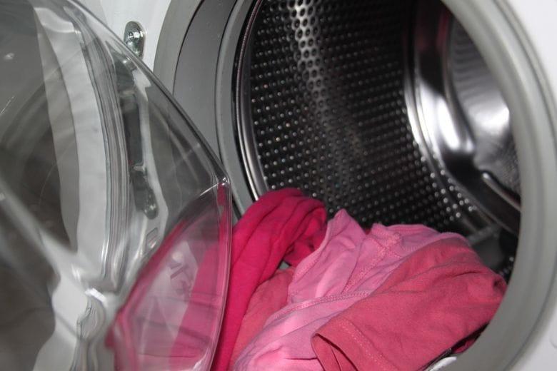 5 cosas que no sabías que podías limpiar usando la lavadora