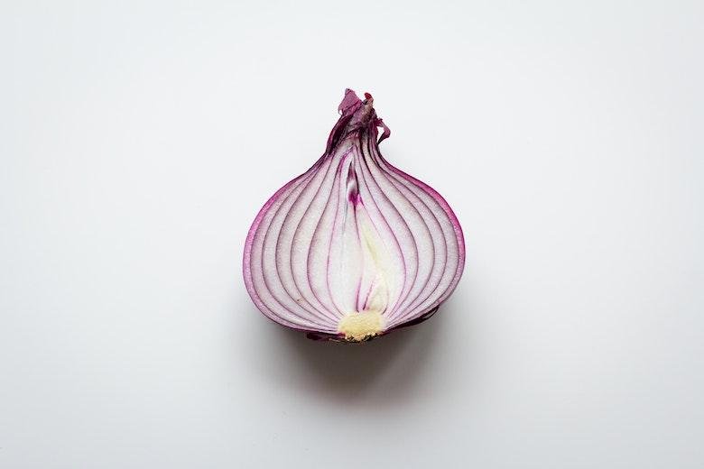 pelar cebolla